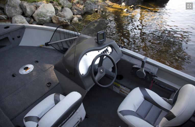 консолью для лодки